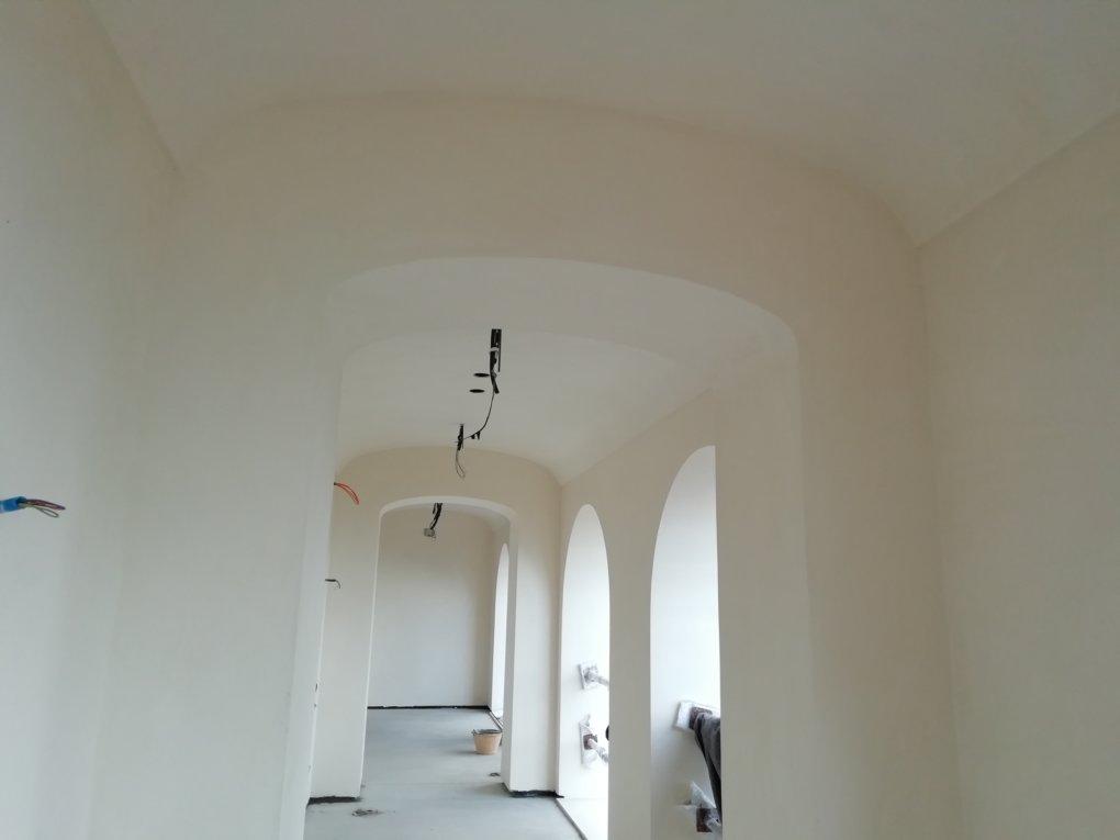 Soffitti A Volta In Cartongesso : Una villa in toscana con forme curve i corridoi con soffitto a